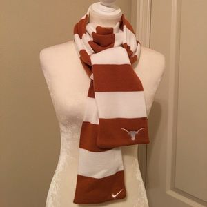 NWOT🐂NIKE🐂Texas Longhorn Scarf and Gloves Combo